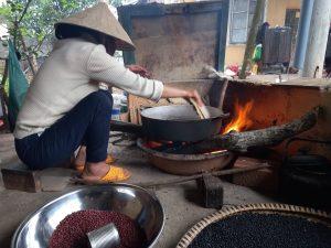 Ngũ cốc rang bếp củi bằng chảo gang - Thương Nhà Quê